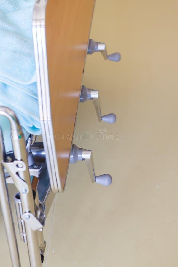 De justerbara patientsängarna i sjukhus royaltyfria foton