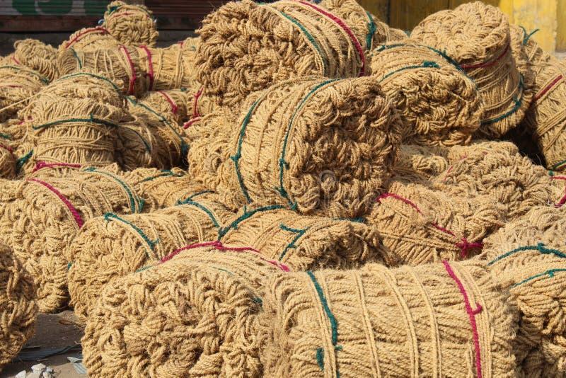 De jute is een lange, zachte, glanzende plantaardige vezel die in ruwe, sterke draden in Aziatische landen kan worden gesponnen stock fotografie