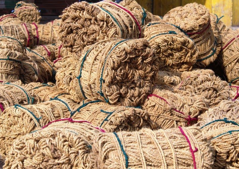 De jute is een lange, zachte, glanzende plantaardige vezel die in ruwe, sterke draden kan worden gesponnen stock foto's