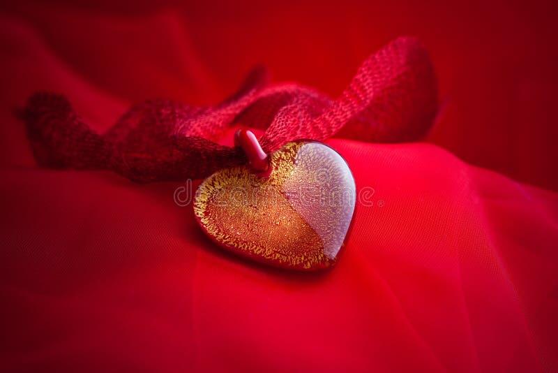 De juwelen van het hart met de hand gemaakt van glas stock afbeelding
