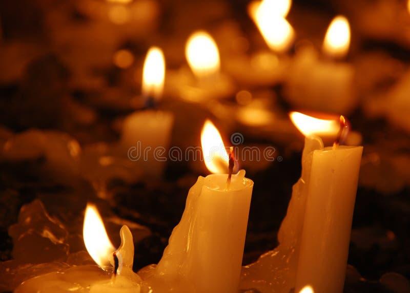 De Kaarsen van de kerk stock fotografie