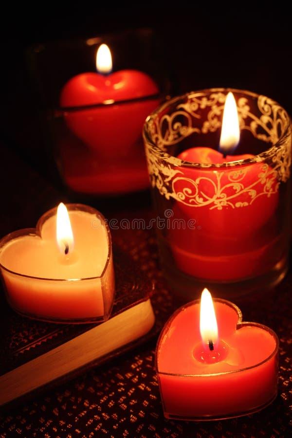 De kaarsen van de valentijnskaart stock afbeeldingen