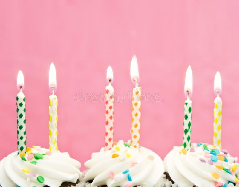 De kaarsen van de verjaardag stock fotografie