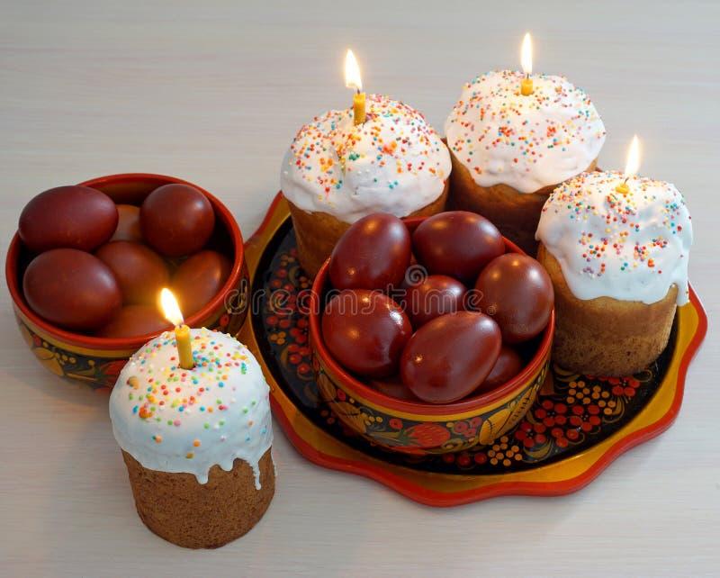 De kaarsen van Pasen en van het ei stock afbeeldingen