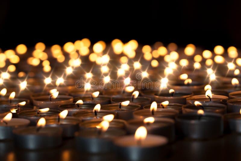 De Kaarsen van Tealight Mooie godsdienstige Kerstmisviering, of royalty-vrije stock foto's