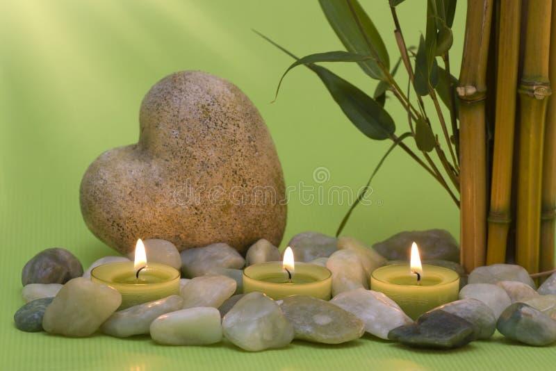 De kaarsen van Wellness en een hart royalty-vrije stock fotografie