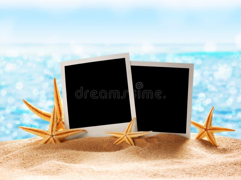 De kaart van de foto op zandstrand stock afbeeldingen