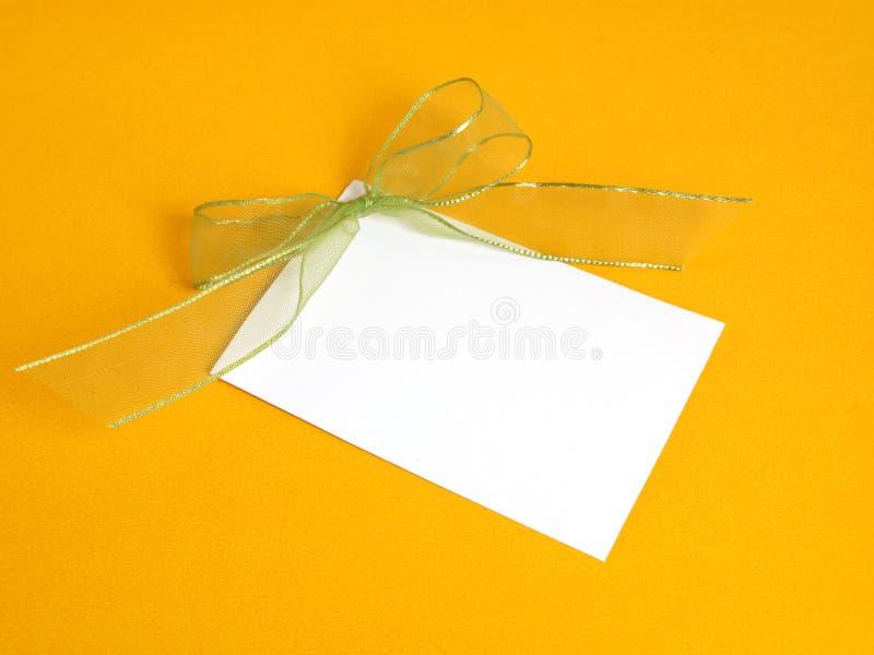 De kaart van de gift met een groen lint royalty-vrije stock fotografie
