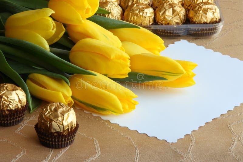 De Kaart van de Gift van de Tulpen van de Dag van moeders - de Foto van de Voorraad stock foto's