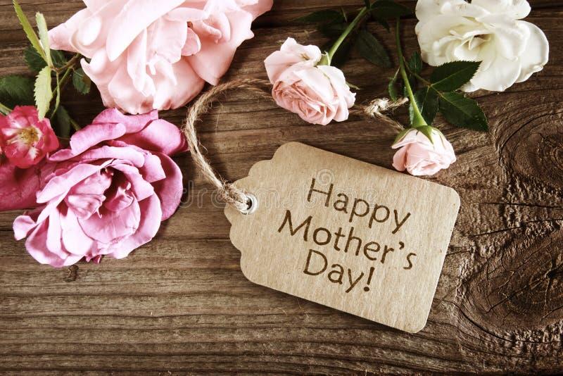 De kaart van de moedersdag met rustieke rozen royalty-vrije stock foto