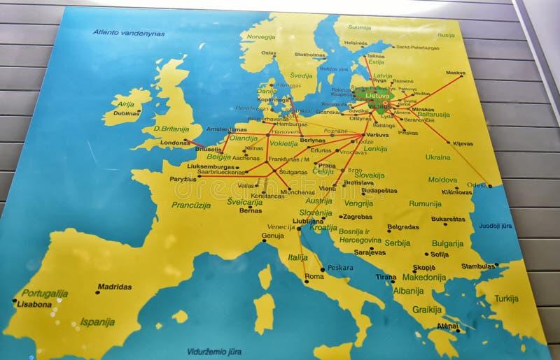 De kaart van Europa met duidelijke routes stock afbeeldingen