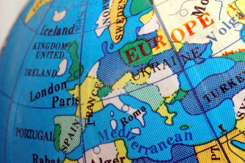 De kaart van Europa op kleine aardse bol royalty-vrije stock afbeelding