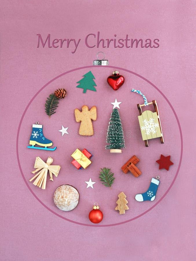 De kaart van de Kerstmisgroet met een grote Kerstmissnuisterij met vele Kerstmisvoorwerpen daarin royalty-vrije stock afbeelding