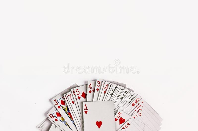 De kaarten voor het spelen pook zijn geïsoleerd op witte achtergrond stock foto's