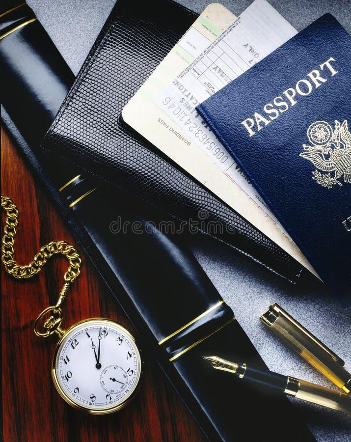 De kaartjes en het paspoort van de luchtvaartlijn stock foto