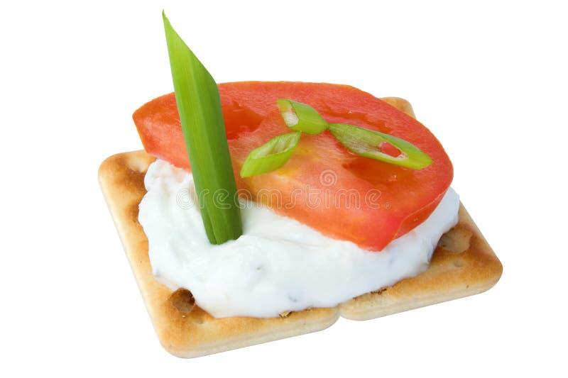 De kaas en de tomaat van de cracker stock fotografie