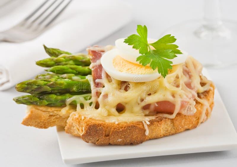 De kaassandwich van de aspergeham stock foto's