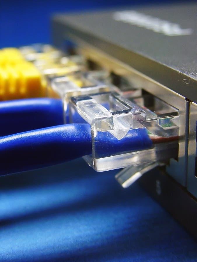 Download De Kabel & De Hub Van Het Netwerk. Stock Afbeelding - Afbeelding bestaande uit elektronisch, toegang: 291459