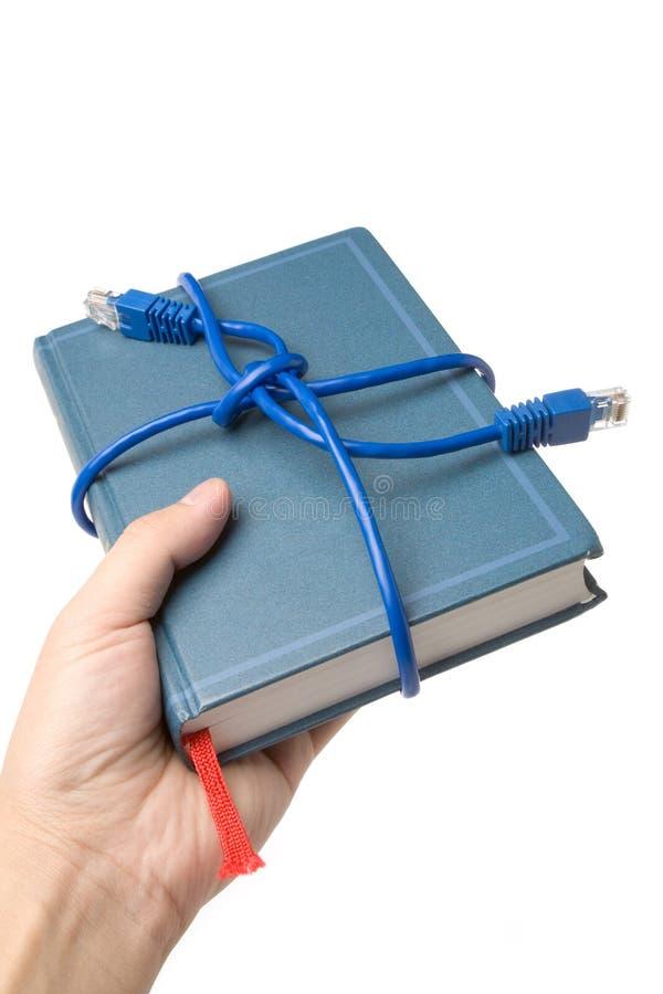 De kabel en het boek van het netwerk royalty-vrije stock afbeelding