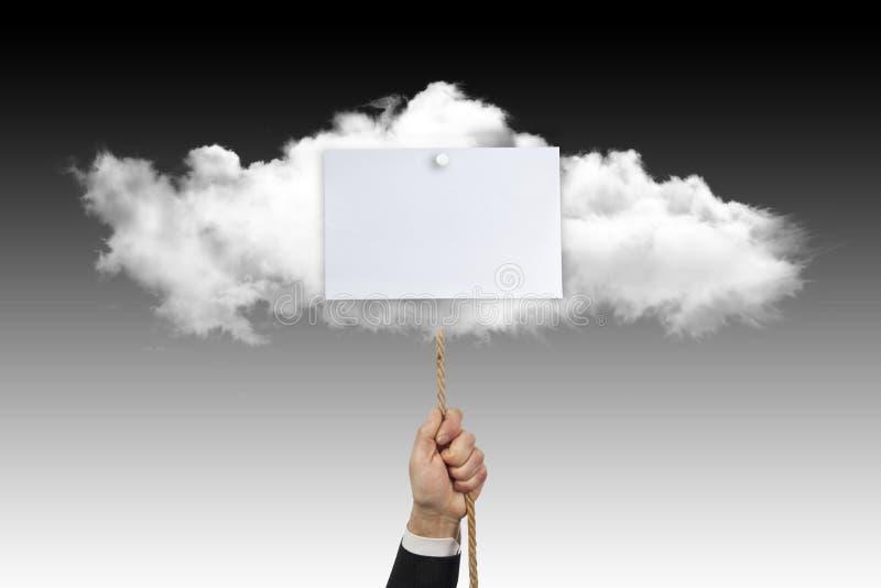 De kabel van handkoorden die aan een wolk met wit teken in bijlage is stock afbeelding