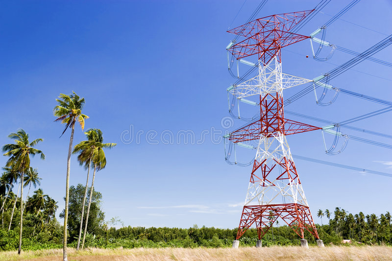 De Kabels van de Pyloon en van de Macht van de elektriciteit royalty-vrije stock foto's