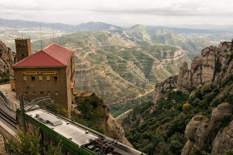 De Kabelwagenbouw in Montserrat Mountains van Spanje stock afbeeldingen
