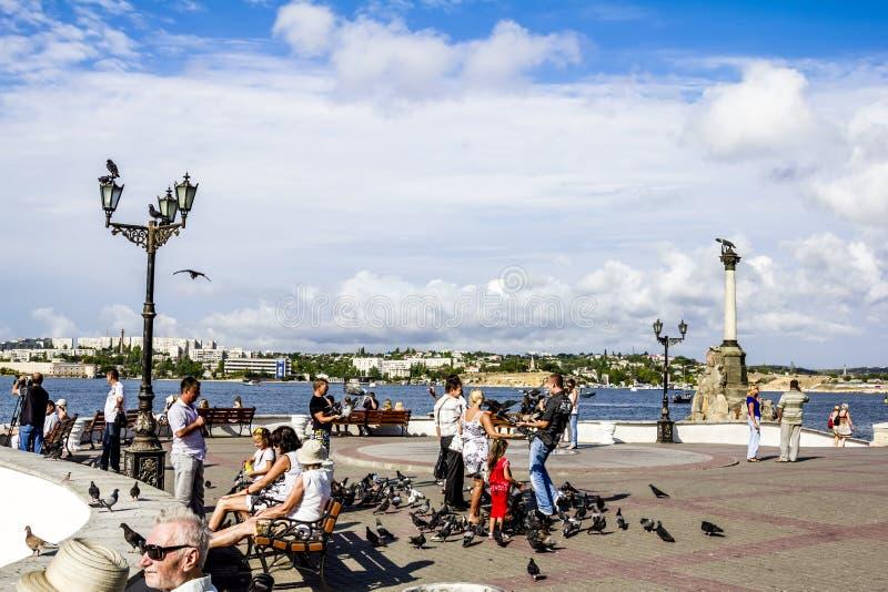 De kade van de stad van Sebastopol op een Zonnige dag crimea ukraine royalty-vrije stock afbeeldingen