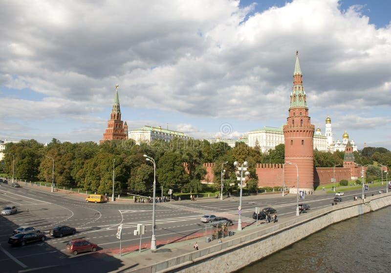 De kade van het Kremlin stock afbeeldingen