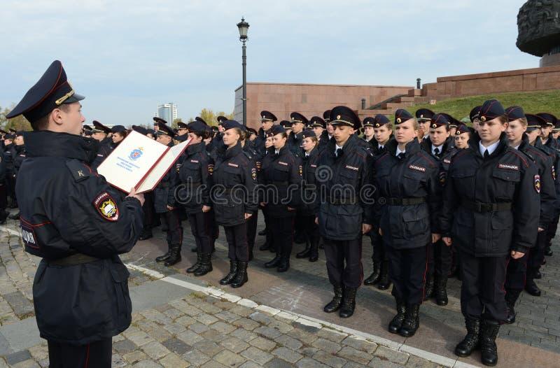 De kadetten van de de wetsuniversiteit van Moskou van het Ministerie van interne Zaken van Rusland nemen de eed stock foto's