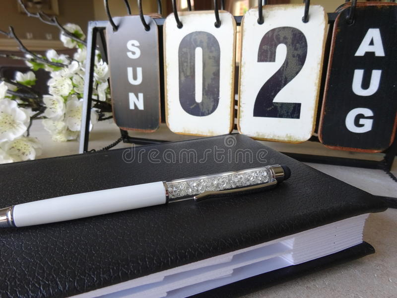 De kalender, agenda en styluspen stock foto