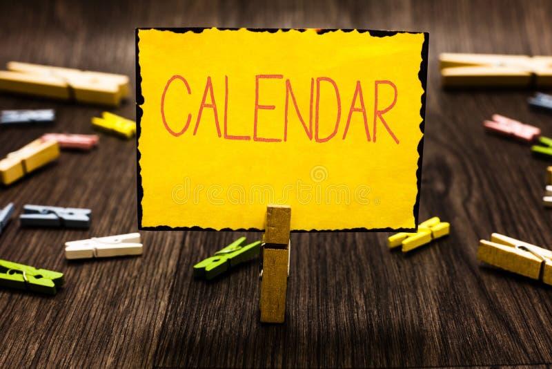De Kalender van de handschrifttekst Concept die Pagina's betekenen die de maanden van dagenweken van de bijzondere Wasknijper van stock afbeeldingen