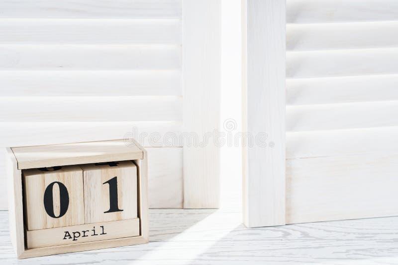 De kalender van de kubusvorm voor 01 April met exemplaarruimte royalty-vrije stock afbeelding