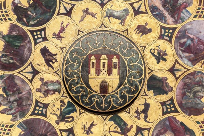 De kalenderplaat met wapenschild van Praag, Tsjechische Republiek De achtergrond van het behang royalty-vrije stock afbeelding
