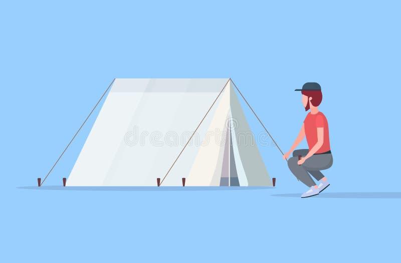 De kampeerauto die van de mensenwandelaar een tent installeren die voor kamperende wandelende conceptenreiziger voorbereidingen t vector illustratie