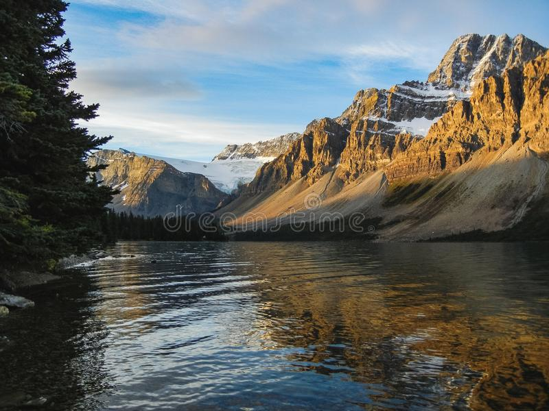 De kanadensiska bergen för steniga berg i banff alberta royaltyfria foton