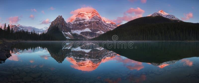 De kanadensiska steniga bergen eller kanadensaren Rocky Mountains best?r av det kanadensiska segmentet av norr - amerikanen Rocky royaltyfri foto