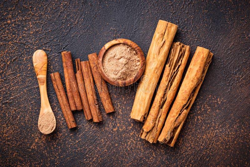 Download De Kaneel En De Kassieboom Van Ceylon, Stokken En Poeder Stock Foto - Afbeelding bestaande uit bruin, voedsel: 114226894