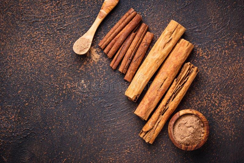 Download De Kaneel En De Kassieboom Van Ceylon, Stokken En Poeder Stock Afbeelding - Afbeelding bestaande uit hout, ingrediënt: 114226933