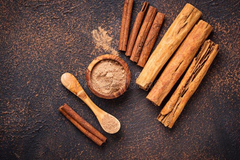 Download De Kaneel En De Kassieboom Van Ceylon, Stokken En Poeder Stock Foto - Afbeelding bestaande uit specerij, ingrediënt: 114226934
