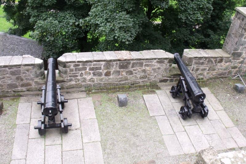 de kanonnen van de kasteelborstwering stock afbeelding