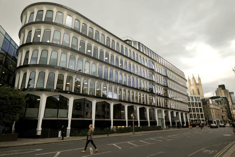 De 30 Kanonstraat is een modern bureaugebouw op Kanonstraat in de Stad van Londen stock fotografie