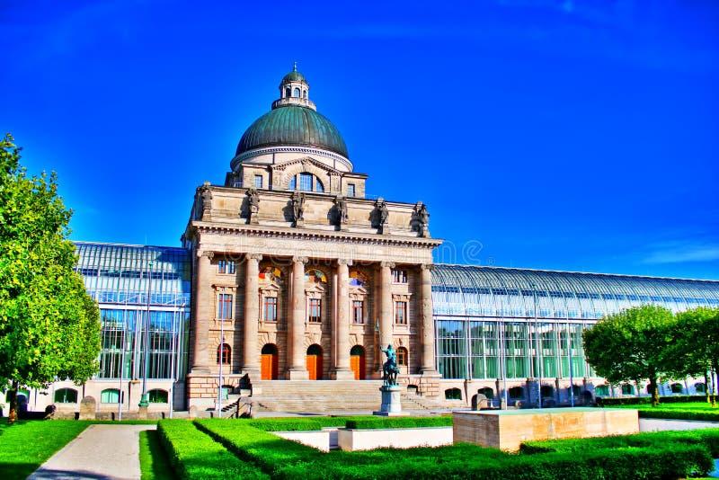 De kanselarij München van de staat - Staatskanzlei MÃ ¼ nchen stock afbeelding