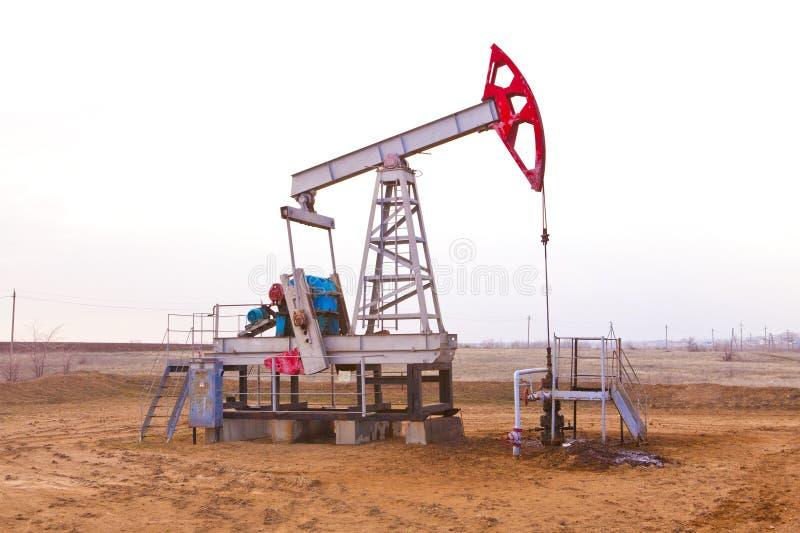 De kant van de oliepomp royalty-vrije stock afbeeldingen