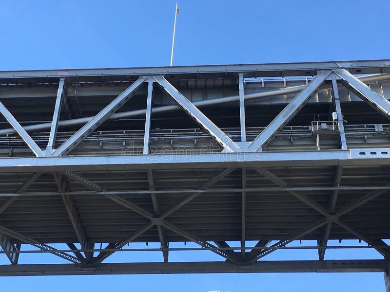 De kant van San Francisco van de de Baaibrug van San Francisco-Oakland, van neer hieronder stock foto's
