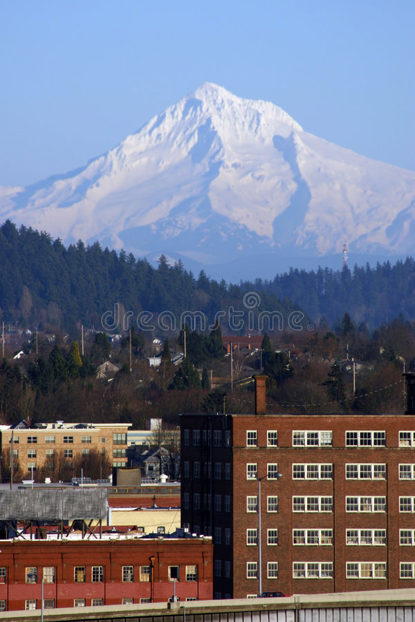 De Kap van MT over Portland, Oregon stock afbeelding