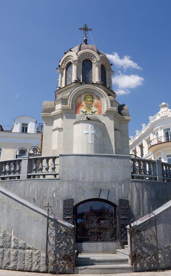 De kapel op de kade van Yalta, de Krim stock foto