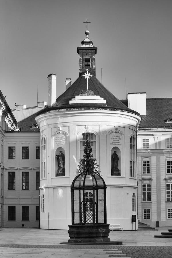De Kapel van het Heilige Kruis op de Derde Binnenplaats in Pragu royalty-vrije stock fotografie