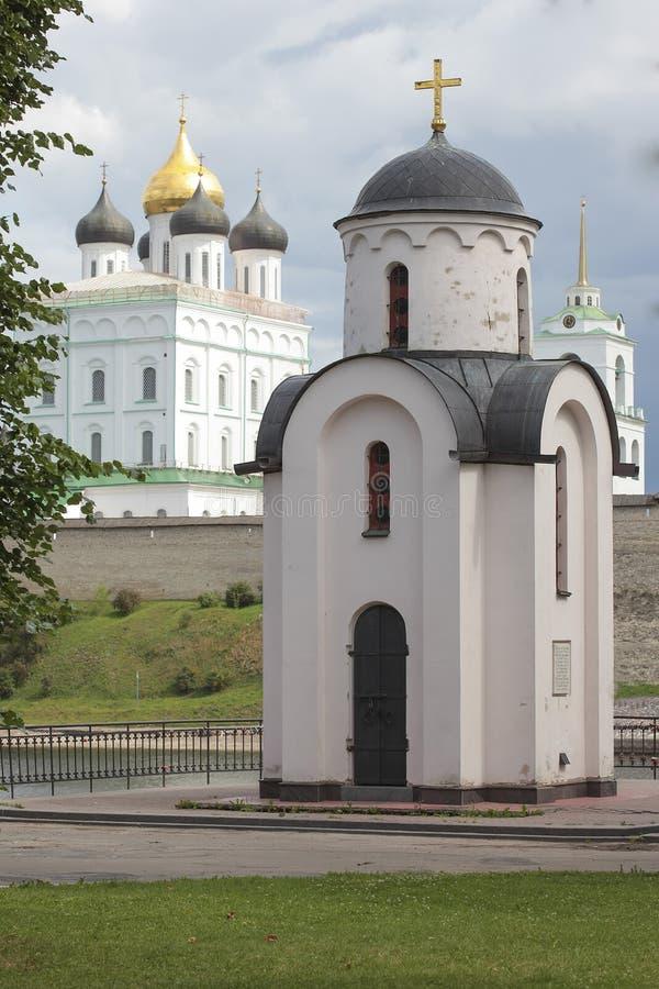 De kapel van St Olga, Pskov, Rusland stock afbeeldingen