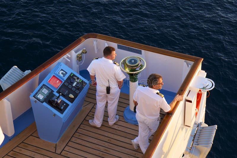 De kapitein van het cruiseschip royalty-vrije stock afbeeldingen