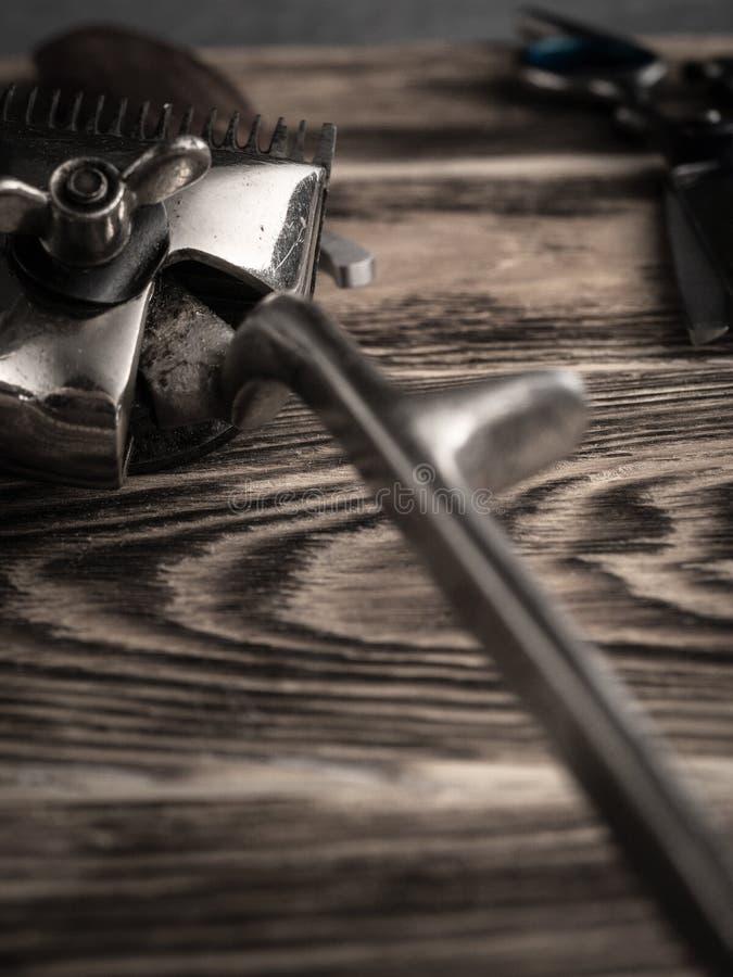 De kapper winkelt hulpmiddelen op houten bureau gepasteuriseerd beeld royalty-vrije stock afbeelding